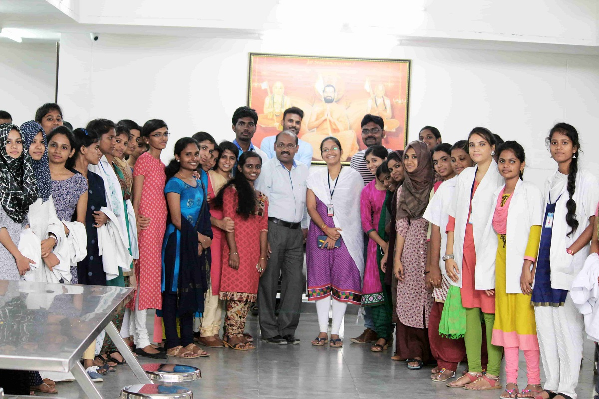 Students of Dr. Hahnemann College at JIMS